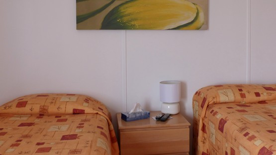 room_images/chambre_double.jpg.555x313_q90_crop-smart.jpg